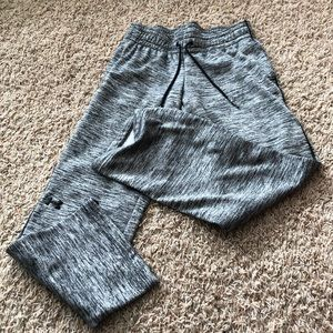 Under Armour sweat pants. Size small short I think
